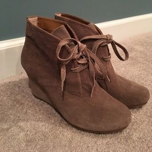 Ankle suede tan/nude booties. Size 8